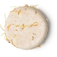 A no-nonsense shampoo bar. Cade oil is derived from juniper and has long been used to treat psoriasis, dandruff, and eczema. Rose and marigold petals calm things down and soothe redness. All good things to help soothe scalps. Lush Shampoo Bar, Best Dry Shampoo, Solid Shampoo, Le Psoriasis, Dyed Red Hair, Perfume, Dry Scalp, Hair Colors