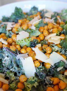 Kale Caesar Salad with Roasted Chickpeas | tomatoboots.co
