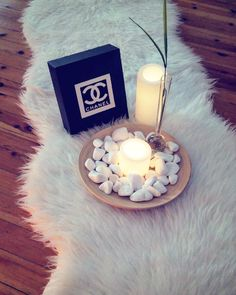 """18 """"Μου αρέσει!"""", 2 σχόλια - Minimalist Deco by """"Ana"""" (@interior_minimaliste) στο Instagram: """"•Faux fur rug, bamboo tray and led candlelight from @ikeagreece •Photo 📷 by: @miss_anastazia…"""""""