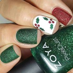 Nail art is a very popular trend these days and every woman you meet seems to have beautiful nails. It used to be that women would just go get a manicure or pedicure to get their nails trimmed and shaped with just a few coats of plain nail polish. Christmas Nail Art Designs, Holiday Nail Art, Xmas Nail Art, Holiday Acrylic Nails, Christmas Design, Xmas Nails, Red Nails, Christmas Shellac Nails, Christmas Nails Colors
