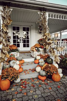 If you are looking for Fall Porch Farmhouse Style, You come to the right place. Below are the Fall Porch Farmhouse Style. This post about Fall Porch Farmhou. Fall Home Decor, Autumn Home, Front Porch Fall Decor, Porch Ideas For Fall, Front Porch Decorating For Fall, Fall Decor For Mantel, Fall Front Doors, Fall Front Porches, Primitive Fall Decorating