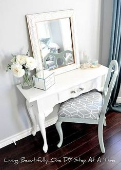 DIY vanity...This would look good in our new remodeled bedroom!