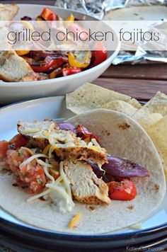 grilled chicken fajitas - easy meal to make in minutes on the grill! Beef Recipes, Mexican Food Recipes, Chicken Recipes, Cooking Recipes, Healthy Recipes, Cooking Ideas, Recipies, Grilled Chicken Fajitas, Good Food