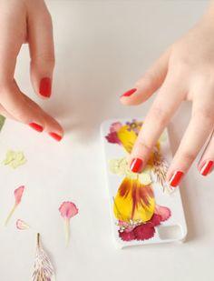 #diy pressed flower iphone case