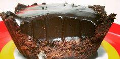 Veja essa receita deliciosa de sobremesa de chocolate deliciosa, sem glúten, sem lactose e sem açucar industrial. São apenas 5 ingredientes! Confira!