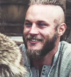 Image discovered by Fernanda. Find images and videos about vikings and ragnar lothbrok on We Heart It - the app to get lost in what you love. Ragnar Lothbrok Vikings, Lagertha, Vikings Show, Vikings Game, Vikings Tv Series, Vikings Travis Fimmel, Beau Film, Daniel Craig, Channing Tatum
