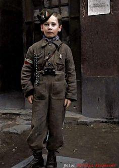 """Baczność!! Młody Powstaniec Warszawski 1944 """"Chcieliśmy być wolni i wolność sobie zawdzięczać!"""""""