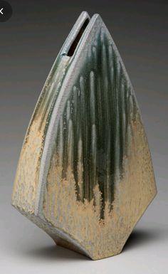 Pottery Pots, Raku Pottery, Pottery Sculpture, Slab Pottery, Clay Vase, Ceramic Vase, Slab Ceramics, Organic Ceramics, Pottery Handbuilding
