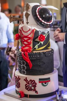 Polish Highlander Wedding Cake.  I love this.  Wonder what it tastes like.