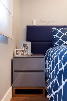 decoracao apartamento pequeno 13 Decorating Blogs, Interior Decorating, Interior Design, Small Apartments, Bedside, Nightstand, Cool Furniture, Master Bedroom, Bedroom Decor
