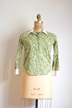 1950s blouse // 50s vintage green paisley top // by TrunkofDresses