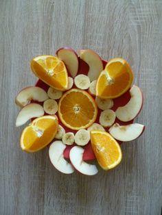 Pomeranče + jablko + banán.  Sluníčková snídaně.