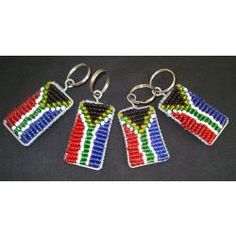 South African flag bead keyrings South African Flag, African Crafts, Arts And Crafts, Diy Crafts, Beaded Crafts, African Jewelry, Cool Diy, Crosses, Creative Art