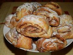 Skořicové špaldové rolky posypané cukrem. Autor: Romča Croissants, Food To Make, French Toast, Sweet Tooth, Yummy Food, Bread, Homemade, Breakfast, Recipes