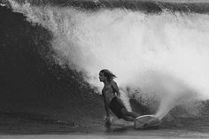 Surfing holidays is a surfing vlog with instructional surf videos, fails and big waves E Skate, Soul Surfer, Surfing Pictures, Vintage Surf, Retro Surf, Big Waves, Ocean Waves, Ocean Art, Ocean Beach