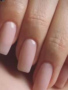 False nails have the advantage of offering a manicure worthy of the most advanced backstage and to hold longer than a simple nail polish. The problem is how to remove them without damaging your nails. Neutral Nails, Nude Nails, My Nails, Prom Nails, Perfect Nails, Gorgeous Nails, Pretty Nails, Nagel Tattoo, Nagel Stamping