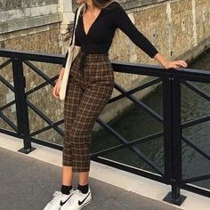 Calças de Xadrez em Looks Minimalistas- Calças de Xadrez em Looks Minimalistas - Fashion Killa, Look Fashion, 90s Fashion, Korean Fashion, Fashion Outfits, Mundo Fashion, Blue Fashion, Fashion Ideas, Winter Fashion