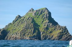 Skellig Michael – The Mysterious 1400-Year-Old Monastery in the Atlantic. It is thought that there were never more than a dozen or so monks on the island at any one time plus an abbot.