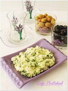 O kadar lezzetli bir kahvaltılık ki yedikçe yemek istiyorsunuz..Kullandığınız Lor peyniri yağlı ve lezzetli bir peynir olmalı.   Yarın h...