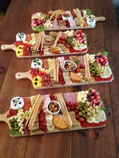 Charcuterie Recipes, Charcuterie And Cheese Board, Meat Cheese Platters, Meat Platter, Cheese Boards, Snack Platter, Platter Ideas, Antipasto Platter, Holiday Appetizers