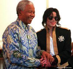 23 de marzo de 1999 - Michael visita Ciudad del Cabo para dar una conferencia de prensa con Nelson Mandela sobre los conciertos benéficos que va a celebrar en Munich.