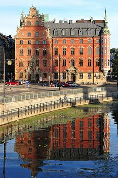 Stockholm, Sweden Totally seen this! Oh The Places You'll Go, Places To Travel, Places To Visit, Beautiful Buildings, Beautiful Places, Voyage Suede, Travel Around The World, Around The Worlds, Kingdom Of Sweden
