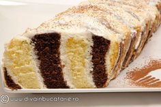 Chec la metru (sau chec mozaic), adica prajitura rapida, ieftina si delicioasa, pe care o puteti pregati foarte usor. Aspectul te duce cu gandul la o prajitura. Romanian Desserts, Romanian Food, Cake Recipes, Dessert Recipes, Eat Dessert First, No Bake Desserts, Diy Food, Bakery, Sweet Treats