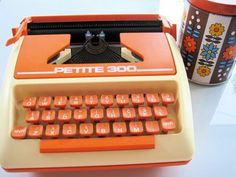 Petite 70s orange typewriter!