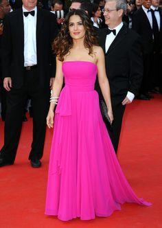 Salma Hayek en robe Saint Laurent par Hedi Slimane sur-mesure au Festival de Cannes, le 17 mai 2015