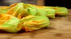 Pennette con alici, mozzarella e fiori di zucca