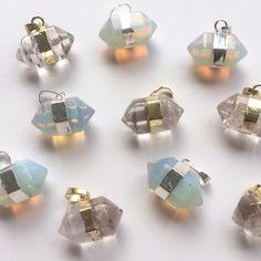 Zeshoek bedel met opaal en kristal steen