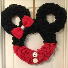 Minnie mouse wreath..... would love this in pink