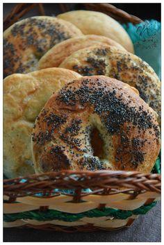 finskie bajgle z makiem A Love So Beautiful, Dinner Rolls, Bagel, Breads, Eat, Food, Thermomix, Bread Rolls, Meals