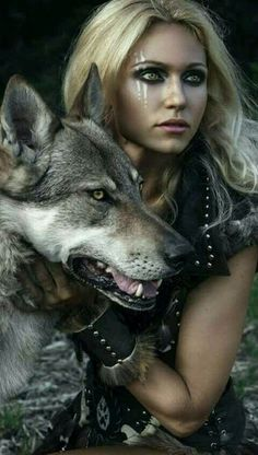 Fortuna and the werewolf she saves.) Fortuna and the werewolf she saves. Warrior Princess, Warrior Girl, Warrior Women, Viking Warrior Woman, Viking Life, Foto Fantasy, Dark Fantasy, Fantasy Photography, Photography Women