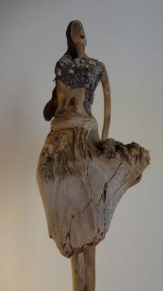 Sculpture contemporaine sur bois flotté de Nicole AGOUTIN. www.nicoleagoutin.com