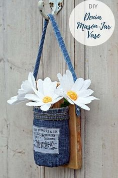 Home Interior Diy Upcycle your old jeans into this unique hanging denim Mason jar vase. Full tutorial including one for the crepe paper daisy. Hanging Mason Jars, Mason Jar Vases, Mason Jar Crafts, How To Make Paper, Crafts To Make, Craft Tutorials, Craft Projects, Garden Projects, Craft Ideas
