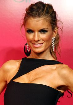 Marisa Miller Wears 3 Million dollar Bra at VS Fashion ShowYou can find Marisa miller and more on our website.Marisa Miller Wears 3 Million dollar Bra at VS Fashion Show Marisa Miller, Sienna Miller, Sports Illustrated, Victoria's Secret, Vs Fashion Shows, Kendall Jenner Outfits, Victoria Dress, Victoria Secret Fashion Show, Wedding Humor