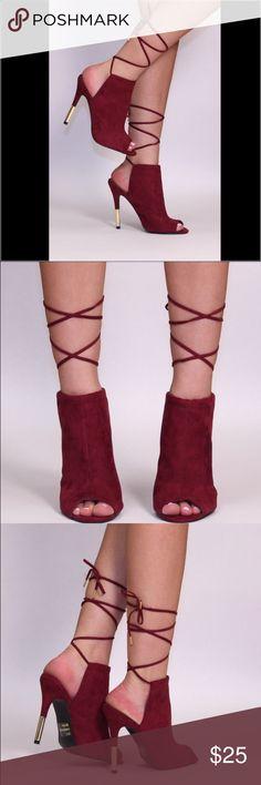 ARACELI LACE UP ARACELI features a suade material, peep toe, stiletto heel with metalic detail, rear cutoff. Shoes Heels
