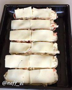 Bu tarife bayılacaksınız Hayırlı geceler , bir tarif ki yanına başka bişey olmasa Bile sofrayı doyuran dolduran . İçerisinde birleşen lezzetlerin uyumu ve sonuç beğendiyseniz çift tıklayın tarifi ekliyorum ❤️ GARNİTÜRLÜ BEŞAMEL SOSLU TAVUK Malzemeler 3-4 adet sandviç ekmeği veya hamburger e...
