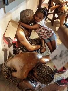 it's only a statue I explained to her what happened to her ancestors and she gave him a hug and said it's gonna be alright. Slavery, little girl Religions Du Monde, Cultures Du Monde, Black History Facts, Black History Month, Kings & Queens, Afro, By Any Means Necessary, My Black Is Beautiful, Before Us