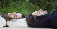 Con esta sudadera de capucha hinchable podrás dormir dónde quieras | Bored Panda