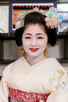 She is Maiko. Her name is Satuki. #japan #kyoto #geisha #maiko