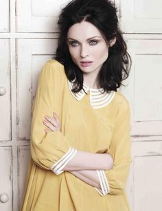 Promotional portrait of singer Sophie Ellis-Bextor, United Kingdom, photograph by Contact Music (photographer unattributed). Sophie Ellis Bexter, Music Photographer, Come Undone, Dark Hair, Girl Crushes, Pretty People, Style Icons, Beautiful Women, Beautiful People