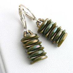 Crescent earrings  http://www.sashe.sk/kacenkag/detail/crescent-zeleny-iris-nausnice