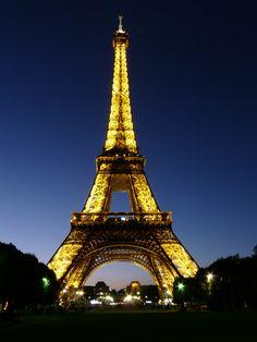 Torre Eiffel de noche #paris #nuit #travel #villedelamour #lumières