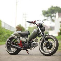 La imagen puede contener: moto y exterior Bike Bmw, Scooter Bike, Honda Bikes, Moto Bike, Cafe Racer Motorcycle, Women Motorcycle, Honda Motorcycles, Motorcycle Gear, Motos Retro