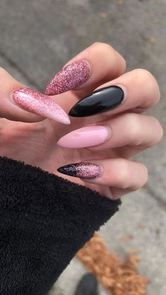Try the UV Gel Manicure!- Wear perfect and shorter or longer nails according to your convenience, thanks to our advice! Edgy Nails, Grunge Nails, Stylish Nails, Trendy Nails, Swag Nails, Black Nails, Stiletto Nails, Summer Acrylic Nails, Best Acrylic Nails