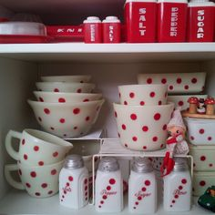 Home Decor 37 best ideas for kitchen vintage retro polka dots Blinds The Perfect Wind Vintage Kitchenware, Vintage Dishes, Vintage Glassware, Vintage Pyrex, Red And White Kitchen, Red Kitchen, Kitchen Things, Retro Kitchen Decor, Cherry Kitchen