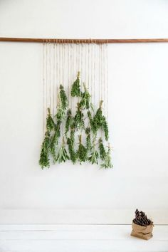 Do you want to decorate your home for the Christmasseason with something special but don't have that much time? Here're some easy-to-create Christmas decorations and crafts your family can make. Use simple things to create little treasures. Branches, felt, paper, clay, sweets or clothespins can be turned into beautiful decorations. Why not try it? DIY […]