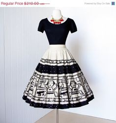 Would make a killer bridesmaid 'dress': vintage dress .fabulous MEXICAN CIRCLE skirt & top cotton handscreened mayan design with sequins pin-up dress Vintage Outfits, Vintage 1950s Dresses, Vestidos Vintage, Retro Mode, Vintage Mode, Look Vintage, Pin Up Dresses, Cute Dresses, Beautiful Dresses